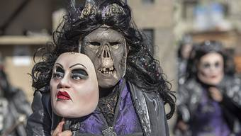 Mit viel Aufwand gestaltete Masken waren ein Höhepunkt am Wey-Umzug der Luzerner Fasnacht.