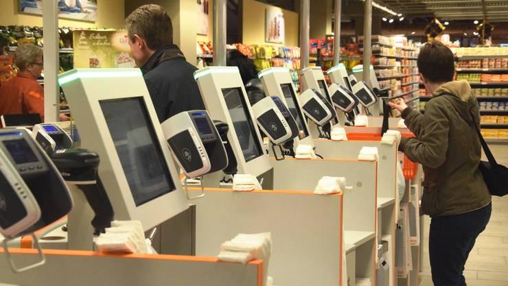 4000 Self-Scanning-Kassen betreiben Migros und Coop.