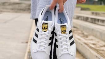 Turnschuhe von Adidas.