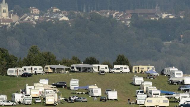 Wohnwagen von Fahrenden im September 2012 in Penthaz VD (Archiv)