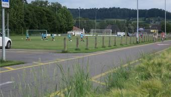 Das Hauptspielfeld des FC Muhen sollte Richtung Westen verbreitert werden. Die Gemeinde kaufte dafür Landwirtschaftsland.