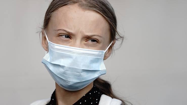 Die Klimaaktivistin Greta Thunberg geht am Morgen in das Bundeskanzleramt Foto: Kay Nietfeld/dpa