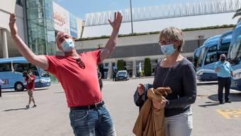 Bald ein gängiges Bild? Deutsche Touristen mit Masken am Flughafen Mallorca.