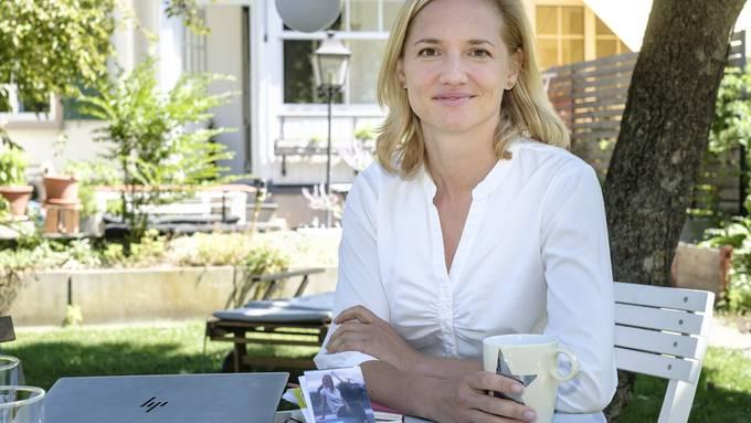Zu Gast bei der Regierungsratskandidatin: Esther Keller lud die Medienschaffenden zu sich nach Hause ein.