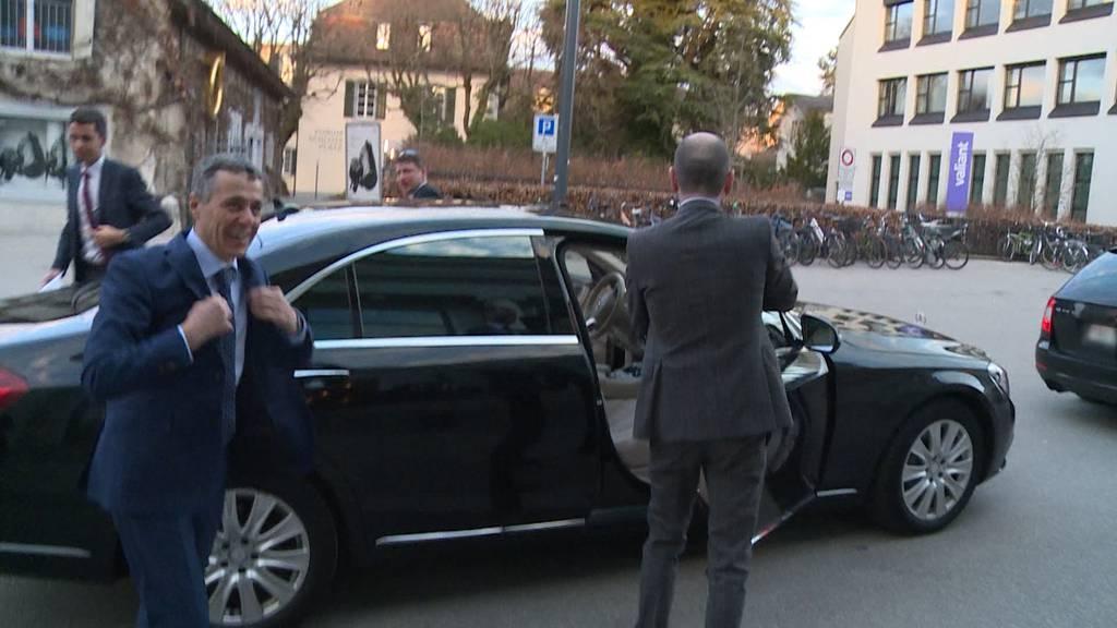Zu spät: Cassis bleibt im Verkehr stecken