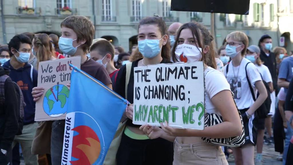 Live ab 13 Uhr: Klimastreik auf dem Berner Bundesplatz