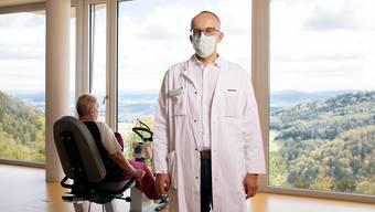 Auf der Barmelweid tragen alle eine Maske – ausser die Patienten. Thomas Sigrist ist da keine Ausnahme