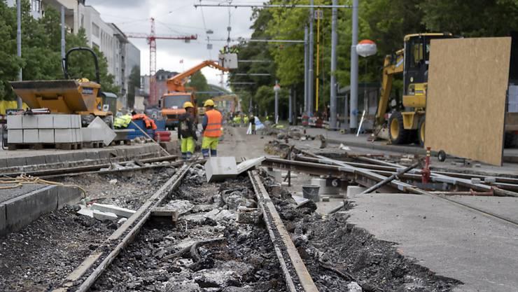 Eine der Folgen der vergangenen Misswirtschaft in der BVB-Führung war ein schlechter Zustand des Tramnetzes in der Stadt Basel.