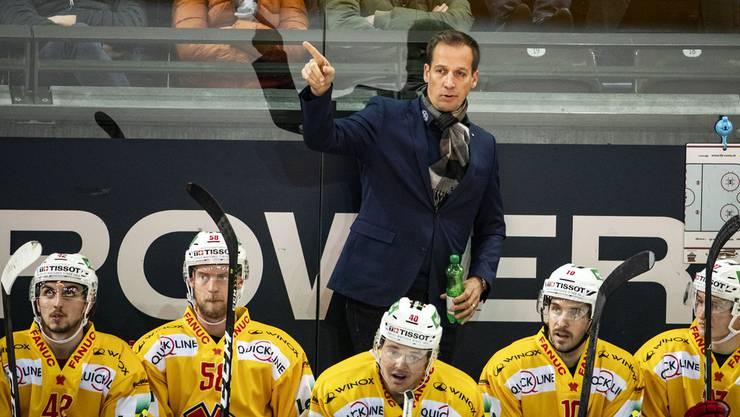 Noch darf er wie gewohnt den Ton angeben: Biels Cheftrainer Antti Törmänen muss trotz Krisensituation vorerst mit keinem Rauswurf rechnen.