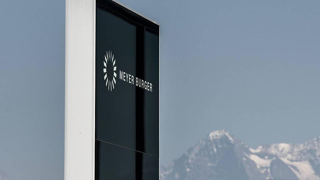 Der Thuner Solarzulieferer Meyer Burger hat im ersten Halbjahr zwar den Auftragseingang massiv gesteigert; für den Schritt in die schwarzen Zahlen reichte das jedoch noch nicht. (Archiv)