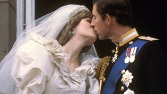 Am 29. Juli 1981 gaben sich Prinz Charles und Diana das Jawort. Ein Stück Hochzeitskuchen wurde gerade versteigert. (Archiv)