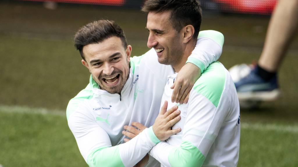 Das wollen die Schweizer Fans nicht nur im Training sehen: Jubel bei Xherdan Shaqiri (links) und Mario Gavranovic
