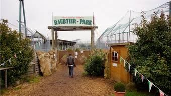 Das Areal vom Raubtierpark sollte bis heute geräumt worden sein. Der Eingang im Jahr 2014.