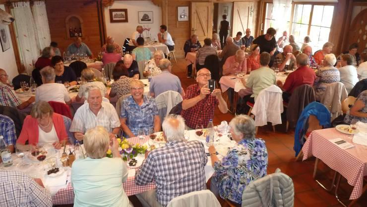 Die fröhliche Runde der FRAISA-Pensionierten in der Chämihüte im Hotel Bellevue in Seelisberg UR