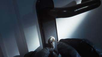 Manipulation eines Türschlosses. (Symbolbild)