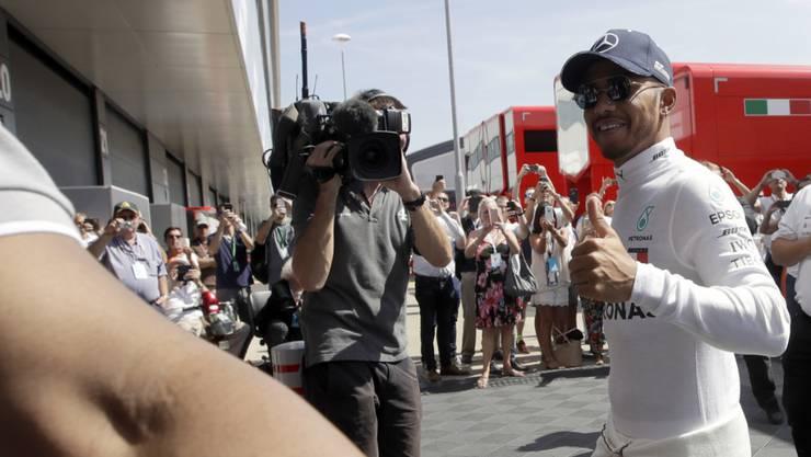 Ein strahlender Lewis Hamilton eroberte seine 76. Pole-Position