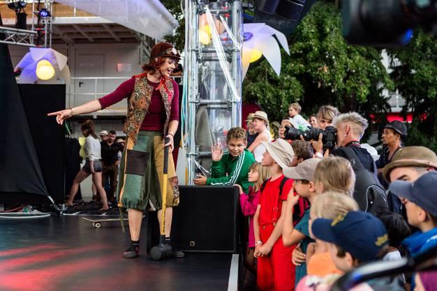 """Aargauer Tag an der """"Fête des Vignerons"""" in Vevey: Am 6. August 2019 fahren rund 1500 Aargauerinnen und Aargauer mit dem Extrazug nach Vevey, wo sie durch die Stadt ziehen und am Abend unter dem Motto """"Cirque d'ArgoVin"""" eine circensische Show aufführen. Die Fête des Vignerons findet nur alle 20-30 Jahre statt. Im Bild: Artisten des Circus Monti zeigen einen Teil ihres aktuellen Programms."""