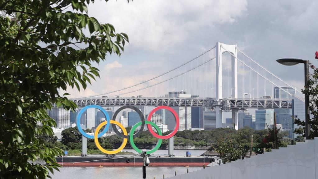 Das Coronavirus ist bei den Athleten im olympischen Dorf angekommen - die Organisatoren wähnen die Situation unter Kontrolle