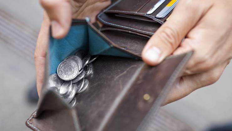 Der Trickdieb bat darum, Münz zu wechseln und erleichterte sein Opfer dabei um 400 Franken. (Symbolbild)