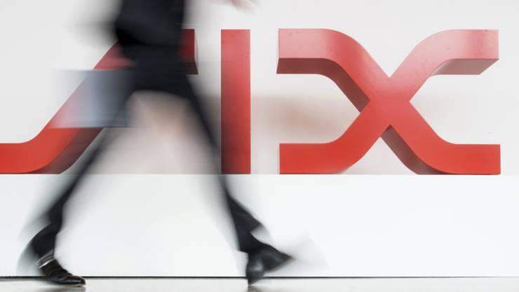 Die Schweizer Börse hat ein neues Rekordhoch erreicht. Der Leitindex SMI stieg am frühen Freitagnachmittag auf 10'142,19 Punkte und übertraf damit die bisherige Bestmarke von 10'140,93 Zählern vom 12. September 2019. (Archiv)