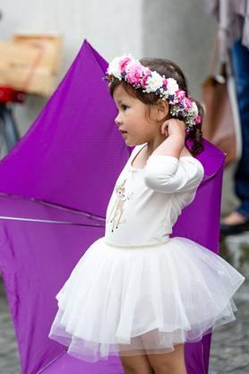 Herzig: Die weissen Kleidchen, die filigranen Blumenkränze – einfach schön anzuschauen.