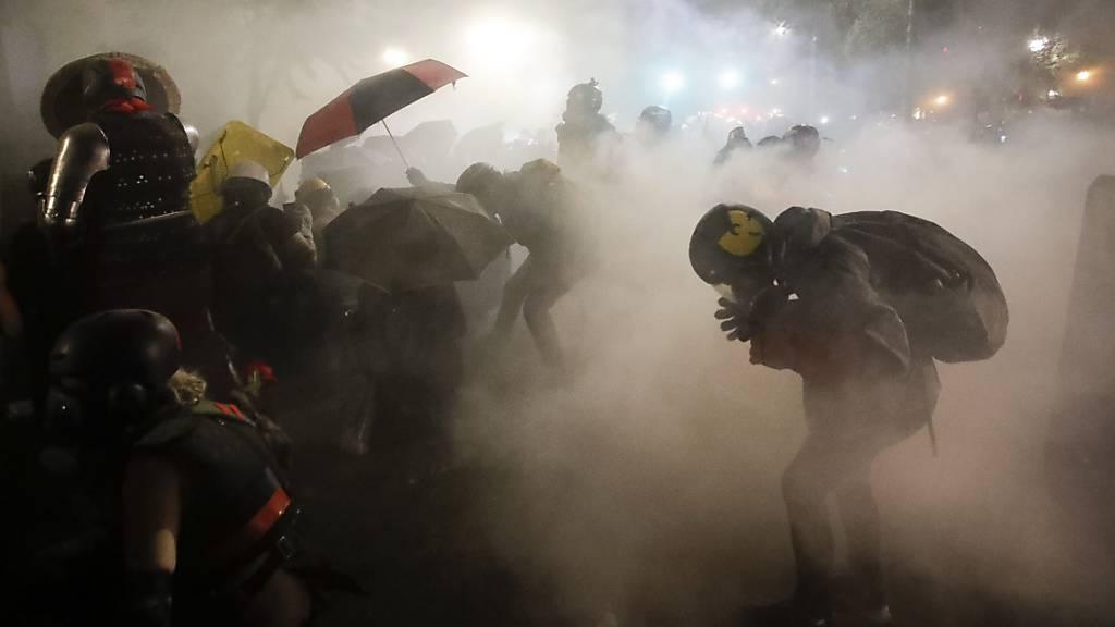 Zusammenstösse in Seattle - Tränengas in Portland