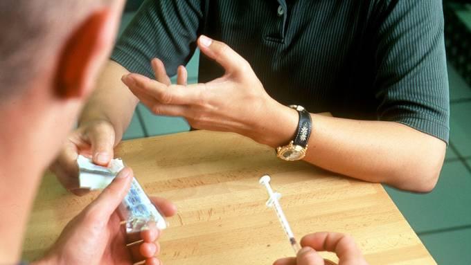 Die Heroinabgabe wird wegen dem Ansteckungsrisiko während der Pandemie vereinfacht.