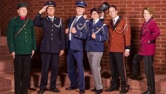 Zu diesen fünf bisherigen Uniformen gesellt sich morgen die neuste (in der Mitte zweimal dieselbe).