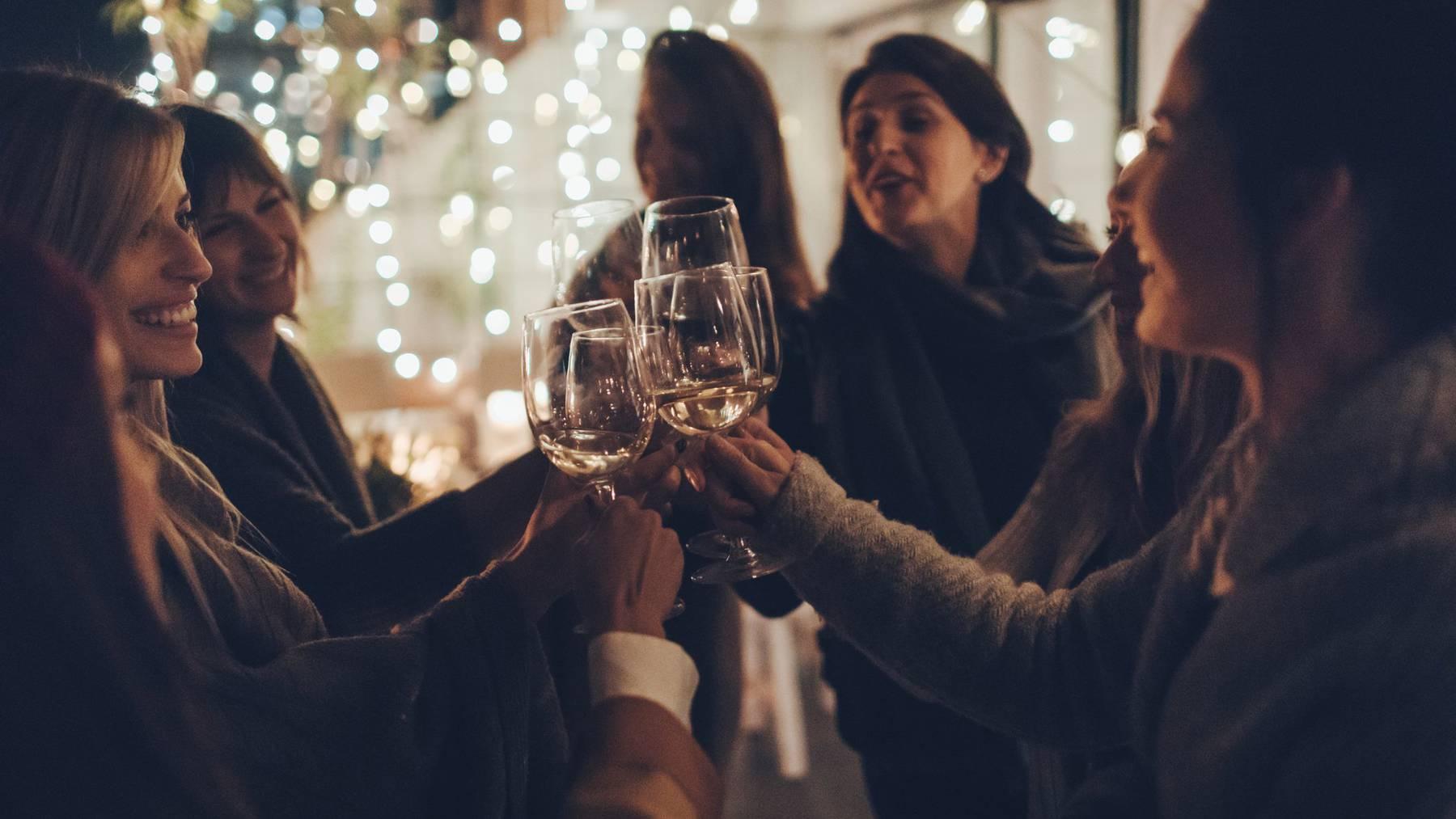 Gerade nach Weihnachten und Silvester verzichten viele Menschen einen Monat lang auf Alkohol. (Symbolbild)