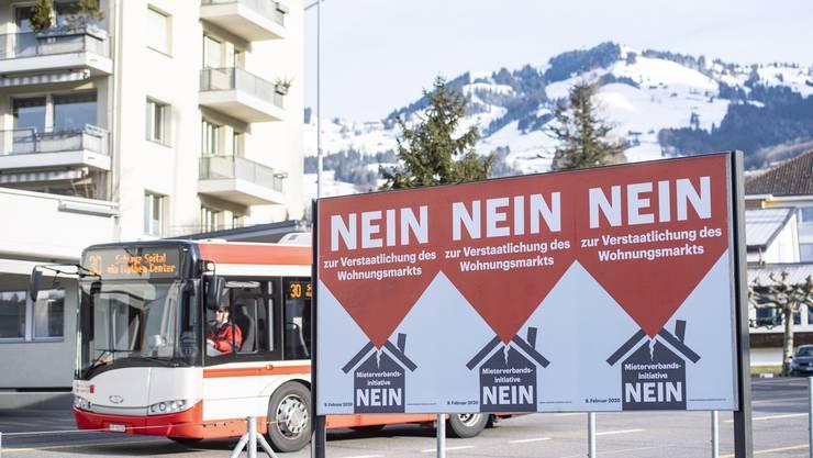 Der Abstimmungskampf zur Wohnungsinitiative ist vorbei. Die Parteien streiten aber weiterhin.