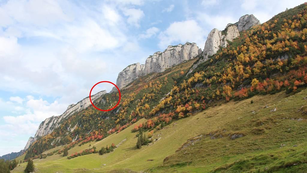 An dieser Stelle (Kreis) stürzte der Mann eine Felswand hinab.