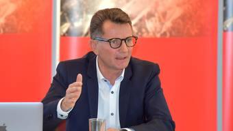 """Michael Hunziker an der Pressekonferenz von """"meinstadion.ch"""""""