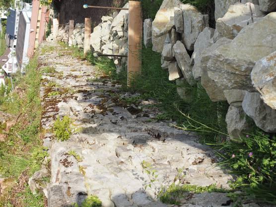 Zum Teil sind die alten Trockenmauern noch gut erhalten, zum Teil werden aktuell neue errichtet.