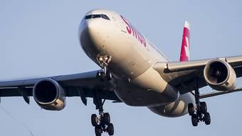 Fluggesellschaften sollen angeben müssen, wie viel CO2-Ausstoss ein Flug verursacht. Der Bundesrat will sie zu mehr Transparenz verpflichten (Symbolbild)