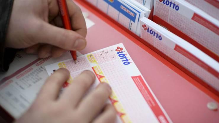 Ab 30 Millionen Franken im Jackpot steigt in der Schweiz das Lottofieber. (Symbolbild)