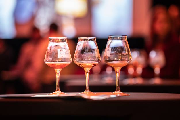 Die Verleihung fand im Bierhübeli in Bern statt. Dabei wurde natürlich auch Bier getrunken.