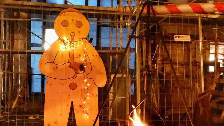 Bei Glühmost und Grittibänz können die Besucher die Geschichte vom Erhalt des Dahlihauses noch einmal Revue passieren lassen.