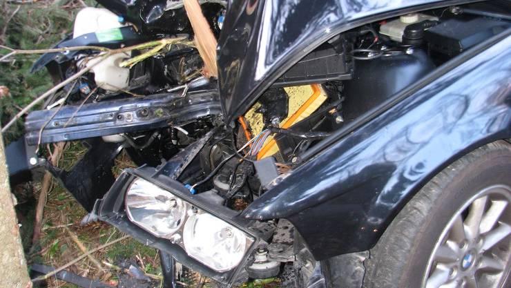 Totalschaden: Das Auto des Junglenkers