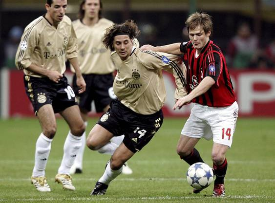 Johann Vogel (rechts) spielte für die AC Milan in der Champions League. Hier in der Saison 2005/2006 gegen die Bayern und Claudio Pizzaro.