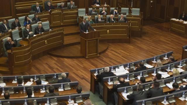 Kosovos Premier Hashim Thaci eröffnet die Parlamentsdebatte