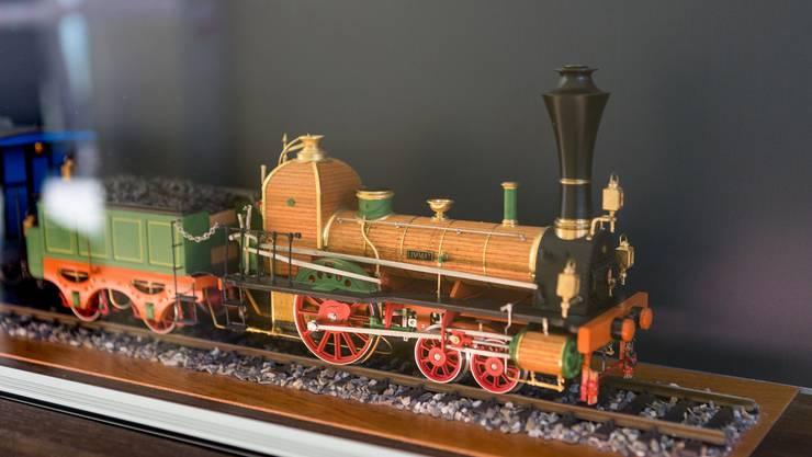 Seit dem 22. August hängt das Modell der Spanischbrötlibahn wieder in der Wartehalle des SBB-Bahnhofs Baden.