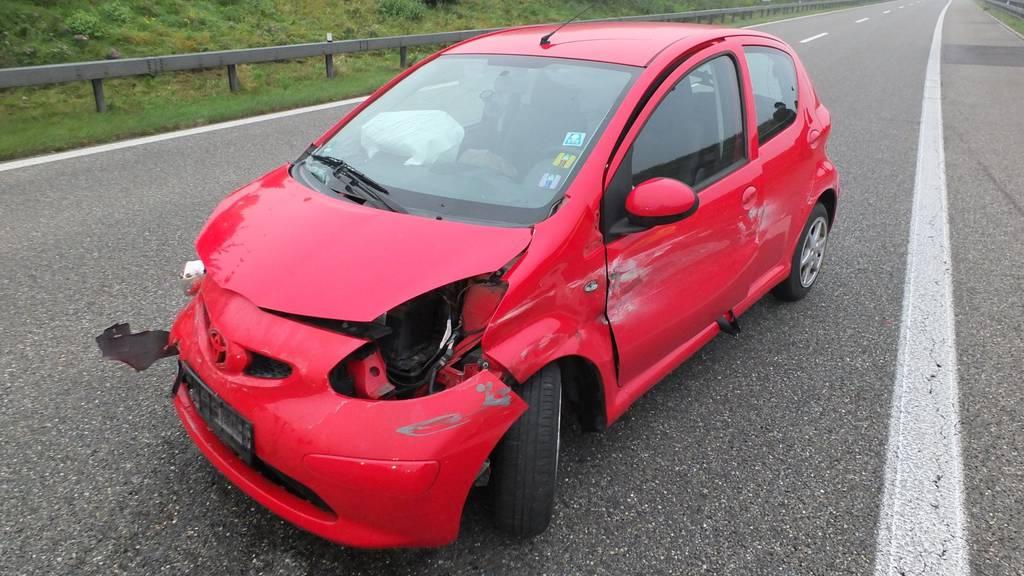 Eine 42-jährige Autolenkerin wurde bei einem Selbstunfall verletzt.