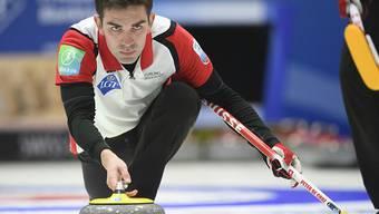 Für Skip Peter De Cruz ist das lange Olympia-Turnier endlich losgegangen
