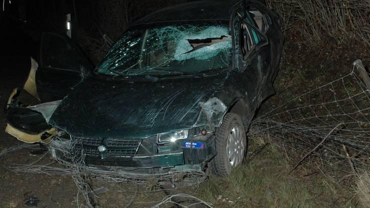 Das gestohlene Auto hat nach dem Unfall Totalschaden.