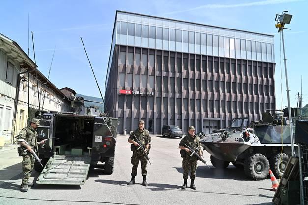 Angehörige des Infanteriebataillons 97 aus der Territorialdivision 2 schützen und bewachen die SBB-Betriebszentrale in Olten.