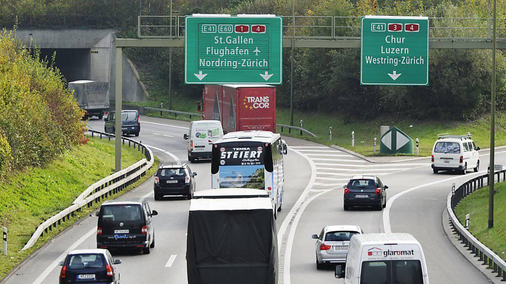 Einer der Stauschwerpunkte des Landes: Die Zürcher Nordumfahrung mit dem Gubristtunnel. Bis 2025 soll der Engpass behoben sein. (Archivbild)