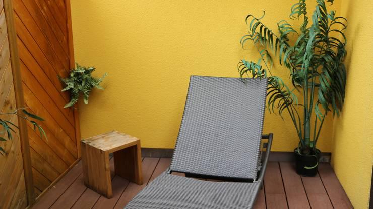 Auch draussen gibt es für die warmen Tage auf dem Balkon eine Möglichkeit sich auszuruhen.