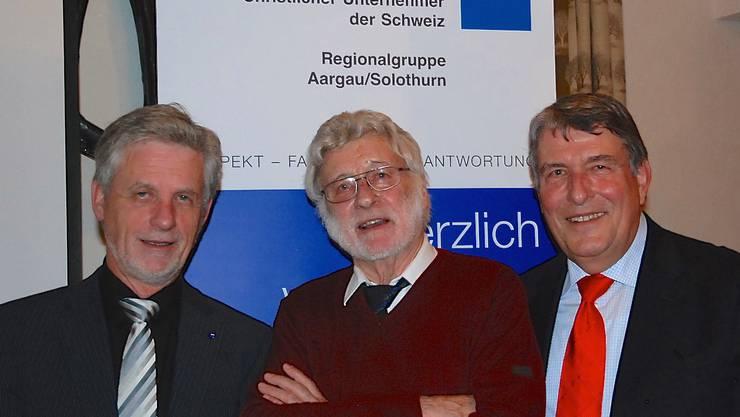 Von links: Louis Dreyer, Präsident VCU Aargau/Solothurn, Unternehmer Emil Schmid aus Wettingen, Dr. Jack Iseli, Programmchef VCU AG/SO.