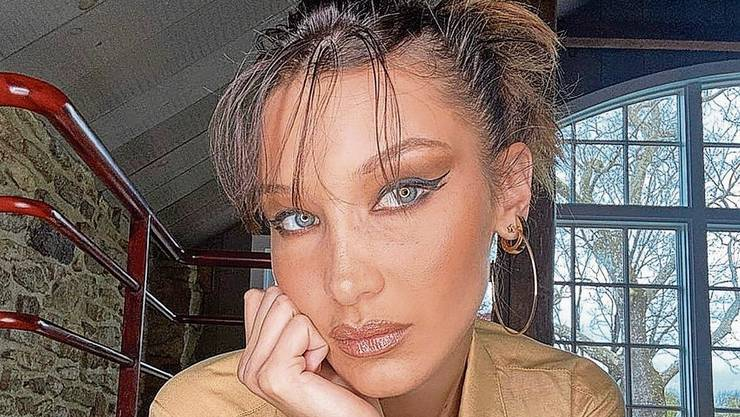 Auch Model Bella Hadid soll auf das «fox eyes lift» gesetzt haben.