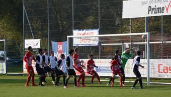 Der FC Dietikon unterliegt auf der Dornau dem FC Schöftland mit 1:3 in der 2. Liga interregional. (Archivbild)